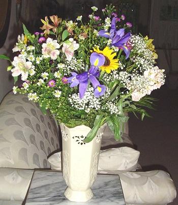 Як прикрасити кімнату квітами?