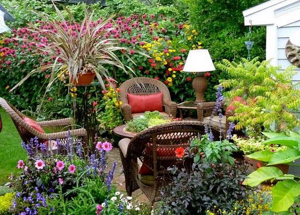 Ландшафтний дизайн садової ділянки.